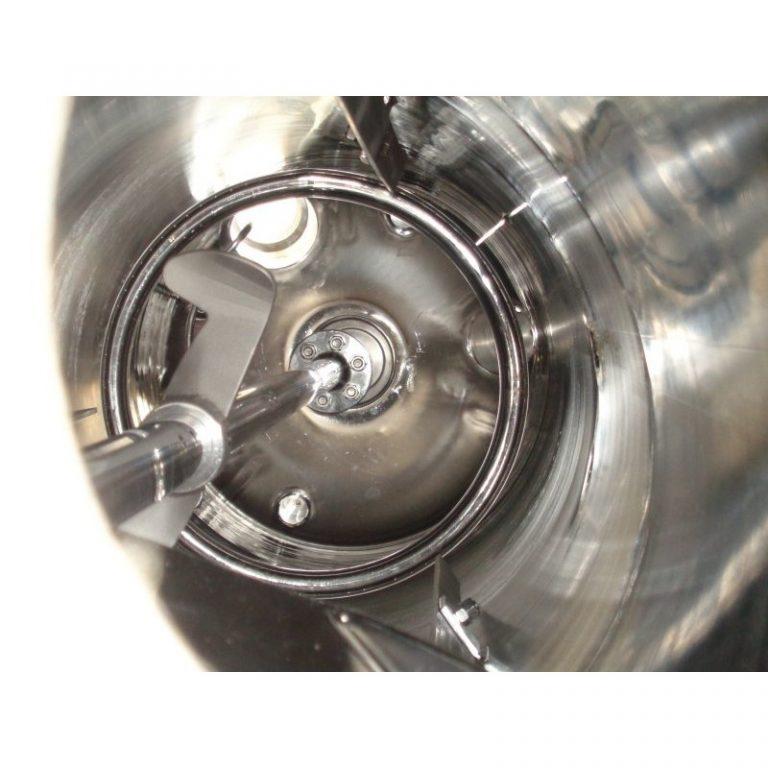 pressure-vessel-790-litres-standing-inside-3897