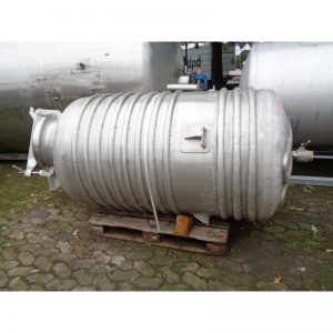 mixing-tank-1100-litres-standing-front-3908