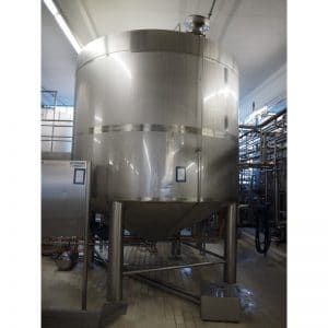 mixing-tank-20000-litres-standing-front-3887