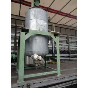 mixing-tank-400-litres-standing-outside-3899