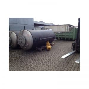mixing-tank-4000-litres-standing-outside-3285