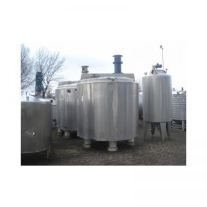 mixing-tank-4200-litres-standing-front-3051