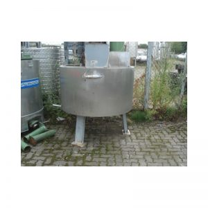 mixing-tank-900-litres-standing-front-3187