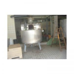 mixing-tank-900-litres-standing-outside-3187