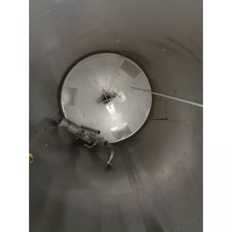 stainless-steel-tank-1000-litres-standing-inside-3951