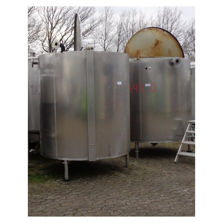 stainless-steel-tank-2600-litres-standing-front-3930