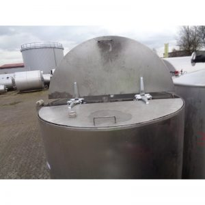 stainless-steel-tank-2600-litres-standing-top-3930