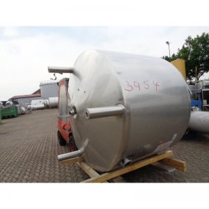 stainless-steel-tank-4000-litres-standing-outside-3954