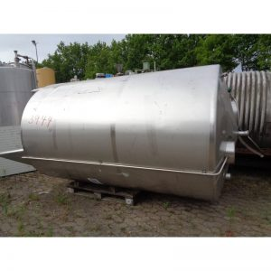 stainless-steel-tank-5200-litres-standing-outside-3944