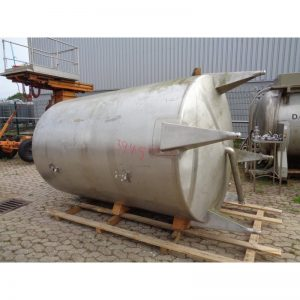 stainless-steel-tank-5800-litres-standing-outside-3945