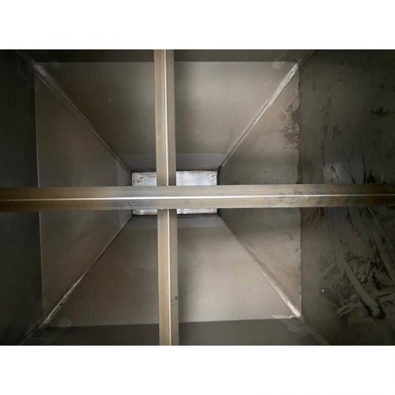 transport-container-3000-litres-standing-inside-3901