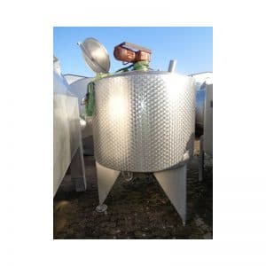 mixing-tank-1000-litres-standing-outside-3730
