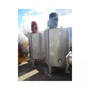 mixing-tank-1100-litres-standing-outside-3756