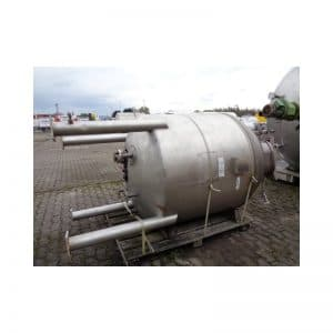 mixing-tank-1550-litres-standing-outside-3694