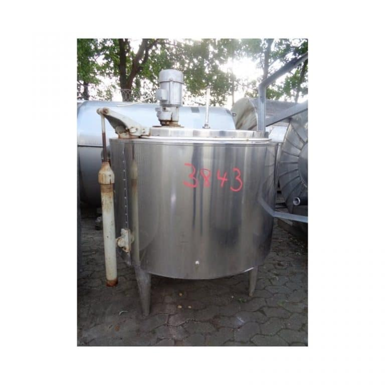 mixing-tank-400-litres-standing-outside-3843
