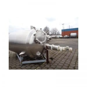 mixing-tank-4200-litres-standing-outside-3698
