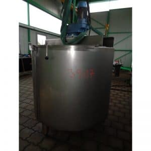 mixing-tank-1040-litres-standing-outside-3917
