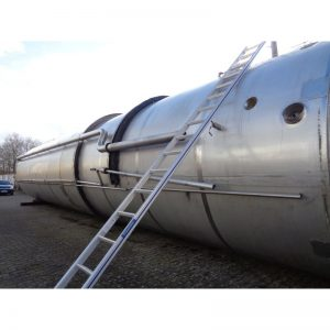 stainless-steel-tank-104000-litres-standing-outside-3918
