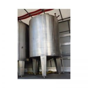 stainless-steel-tank-17000-litres-standing-outside-3876