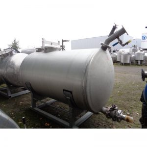 stainless-steel-tank-3000-litres-laying-outside-3907