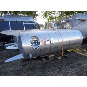 stainless-steel-tank-3000-litres-standing-outside-3904