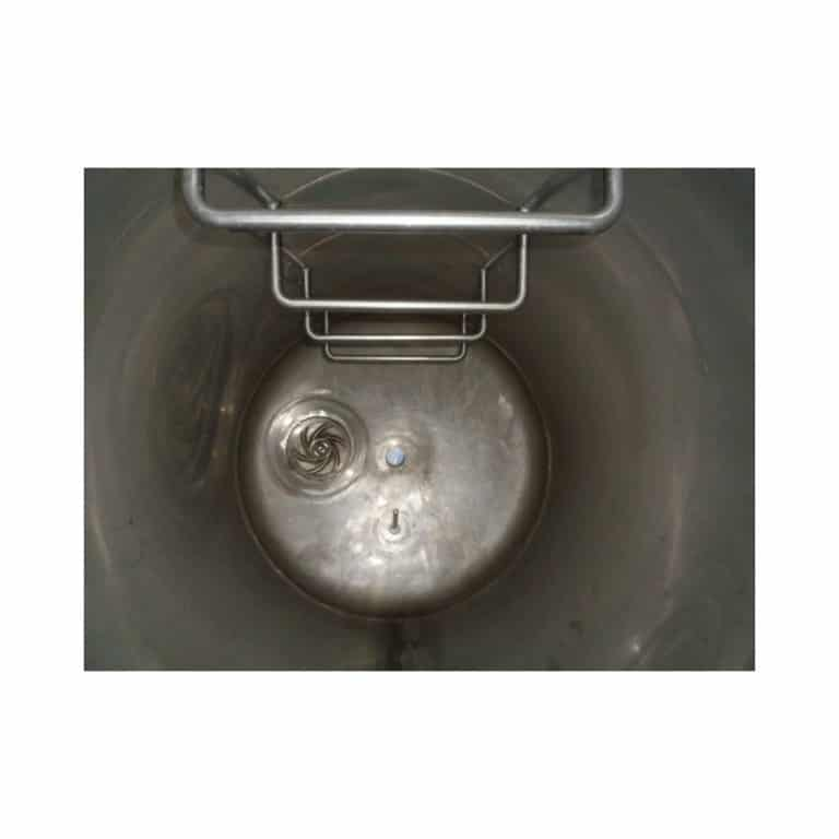 stainless-steel-tank-500-litres-standing-inside-3686