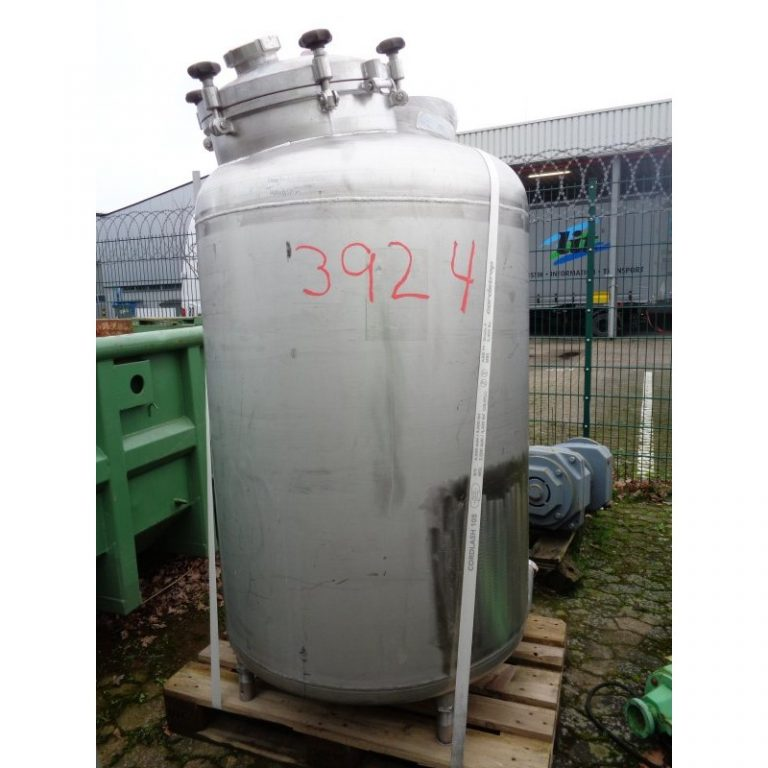 stainless-steel-tank-900-litres-standing-front-3924