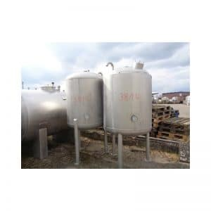 stainless-steel-tank-900-litres-standing-outside-3814