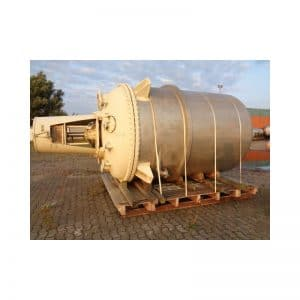 mixing-tank-10000-litres-standing-outside-3678