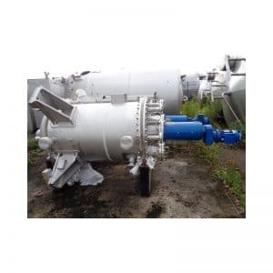 mixing-tank-1050-litres-standing-outside-3642