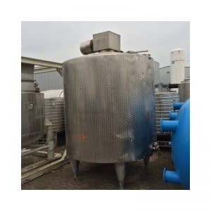 mixing-tank-4000-litres-standing-outside-3397