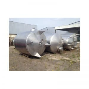 mixing-tank-6000-litres-standing-outside-3355