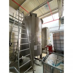 mixing-tank-8500-litres-standing-outside-3964