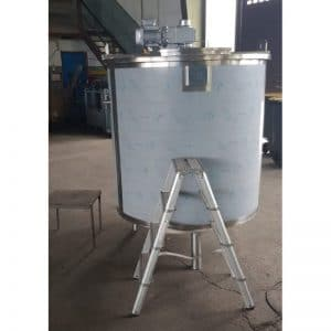 mixing-tank-1135-litres-standing-front-3974
